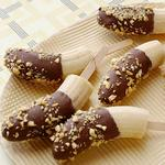 Банан в шоколадной глазури на палочке