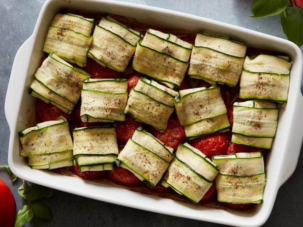 Фото Рулетики из баклажанов и помидоры в духовке