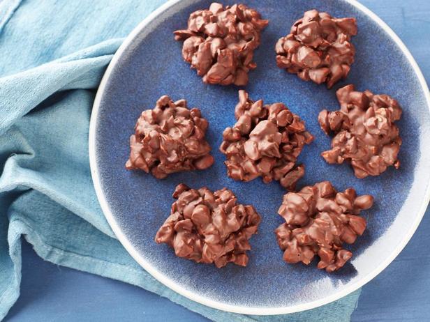 Фото Шоколадные конфеты с сушёной вишней и миндалём