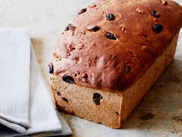 Фото Домашний сладкий хлеб с изюмом и корицей