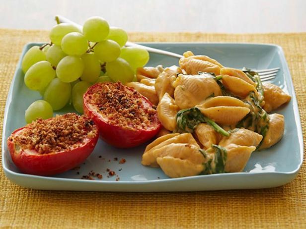 Фото Макароны ракушки с низкокалорийным сырным соусом и печёными помидорами