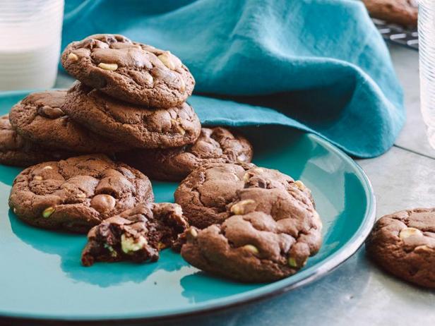 Фото Шоколадное печенье с шоколадными кусочками