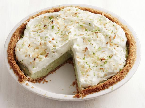 Фото Кокосовый кремовый пирог с мятой и базиликом