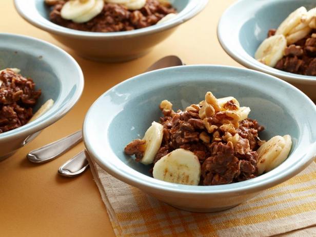 Шоколадно-банановая овсянка с орехами