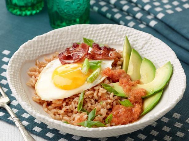 Рис с яичницей и кимчи