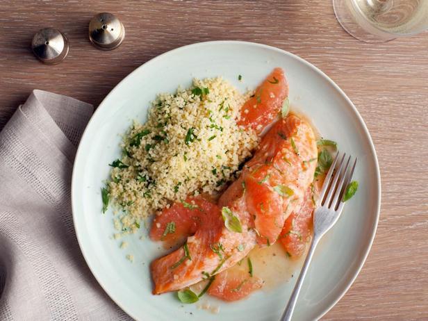 Запеченный лосось с грейпфрутовым соусом