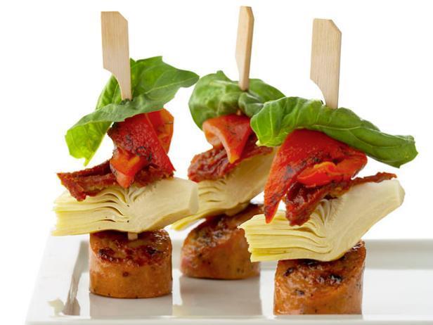 Фото Антипасто с колбасой на шпажках