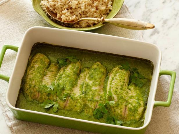 Тилапия под кокосовым соусом с зеленью в духовке