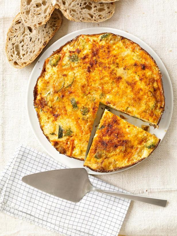 Фриттата с брокколи и сыром гауда