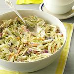 Капустный салат из брокколи в кисломолочной заправке