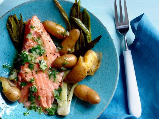 Печёный в духовке лосось с картофелем