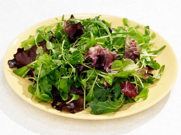 Весенний зелёный салат