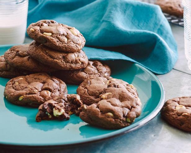 Шоколадное печенье с шоколадными кусочками