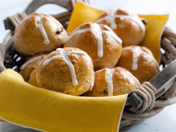 Пасхальные крестовые булочки