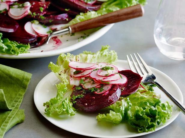 Салат из вареной свеклы с редисом