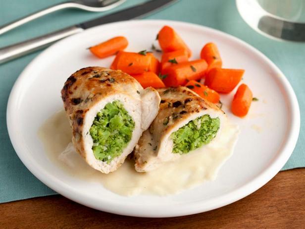 Фаршированные капустой брокколи куриные грудки с молочно-горчичным соусом