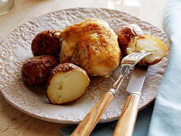 Печёный картофель с чесноком