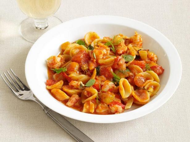 Паста орекьетте с креветками в томатном соусе