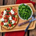 Пицца с рикоттой и помидорами