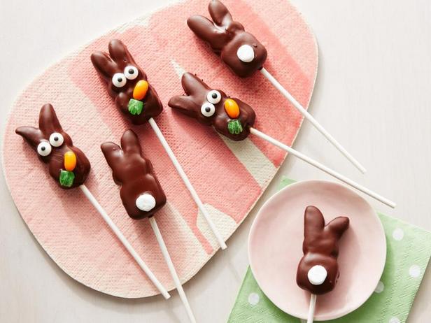 Фото Кролики из маршмэллоу на палочке