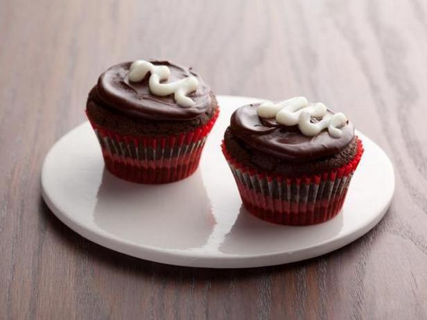Фото Капкейки «Пища дьявола» в шоколадной глазури