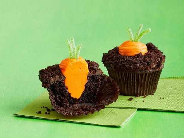 Шоколадные капкейки «Морковь на грядке»