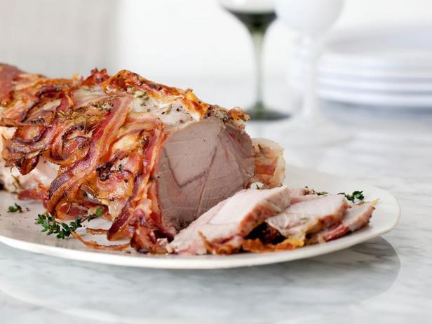 Свиная корейка, завёрнутая в бекон в духовке