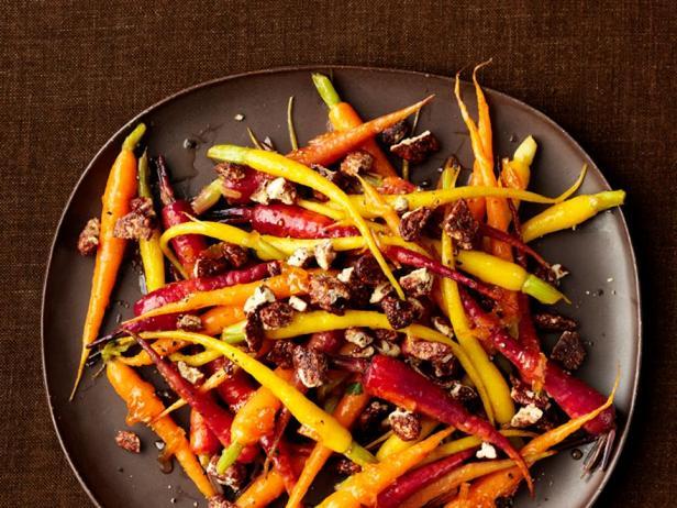 Глазированная морковь с засахаренными орехами-пекан
