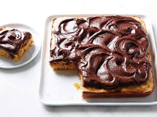 Фото Диетический торт с сухофруктами и шоколадной глазурью без сахара