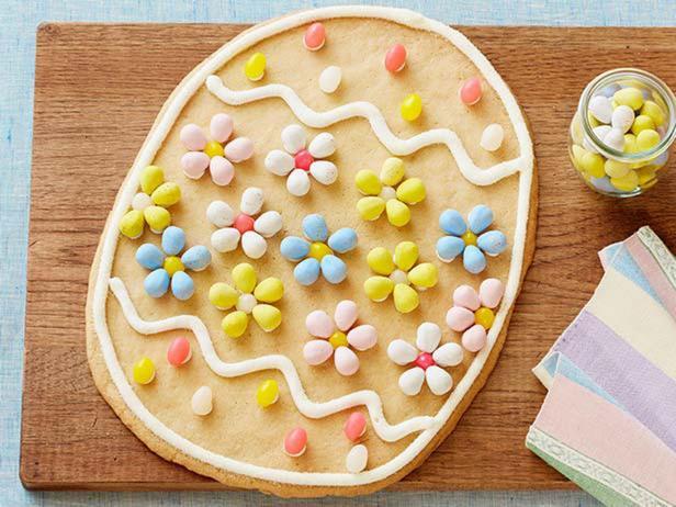Фото Гигантское печенье «Пасхальное яйцо»