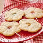 Печенье с леденцом на палочке
