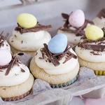 Пасхальные капкейки с белой шоколадной глазурью
