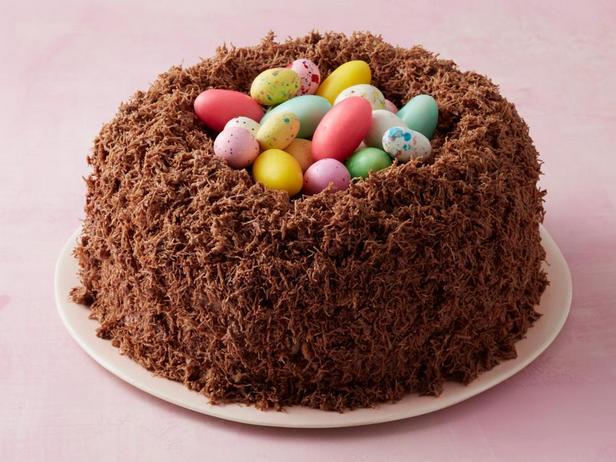 Пасхальный торт «Гнездо» из шоколада и солодового молока