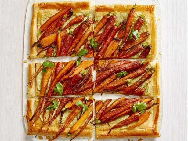 Фото Тарт с морковью и соусом из тахини и кешью