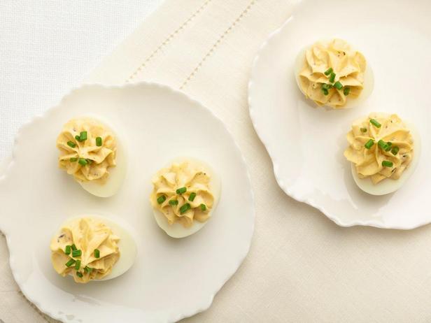 Яйца, фаршированные трюфелями