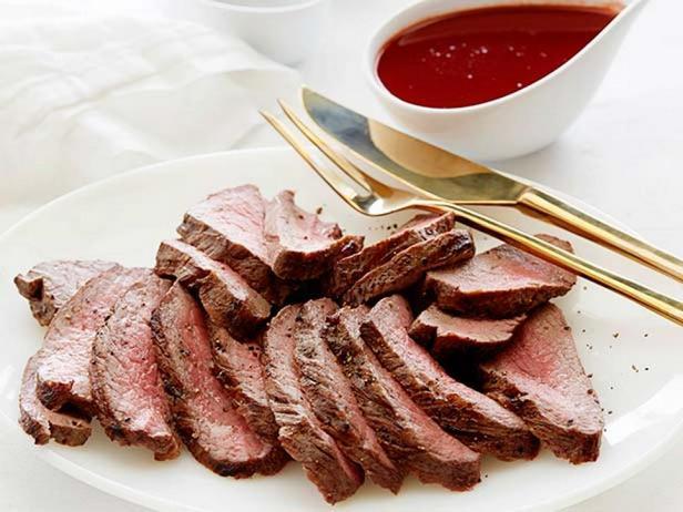 Стейк флэт-айрон с соусом из красного вина