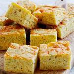 Кукурузный хлеб с сыром и укропом