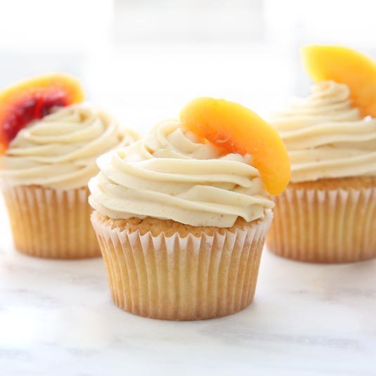 Фото Быстрые капкейки с персиковой глазурью