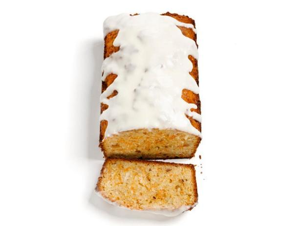Морковный хлеб с фундуком, кокосом и глазурью из сливочного сыра