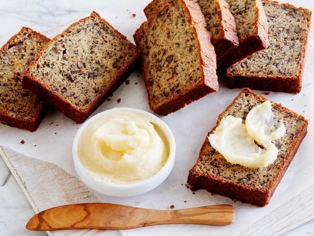 Бананово-ореховый хлеб с медовым маслом