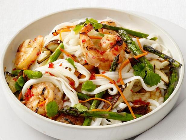 Фото Салат из рисовой лапши с креветками-гриль