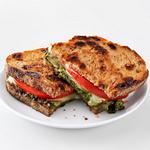 Горячий сэндвич с моцареллой