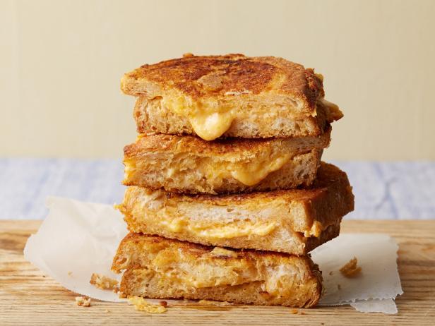 Фото Горячий сэндвич с чеддером