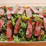 Салат с жареной говядиной