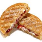 Сладкий горячий сэндвич с творогом к завтраку