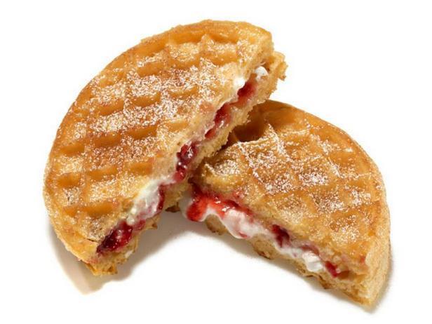 Фото Сладкий горячий сэндвич с творогом к завтраку