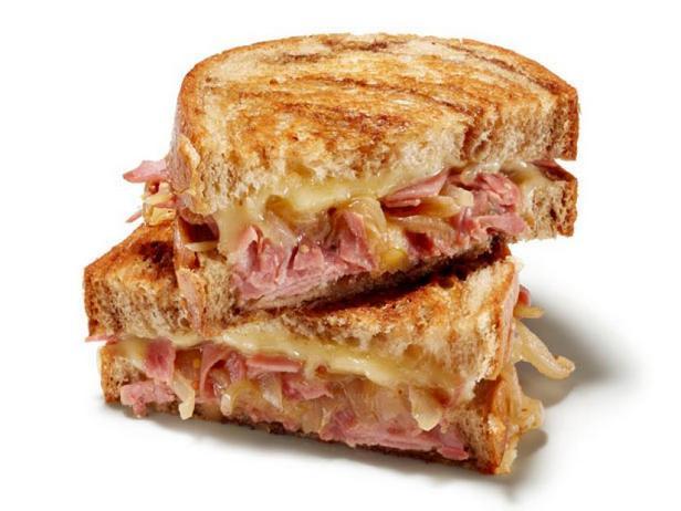 Фото Горячий сэндвич с сыром и солониной