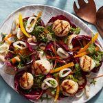 Салат из жареных на гриле морепродуктов
