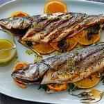 Средиземноморская рыба целиком на гриле с хересной винегретной заправкой с тархуном