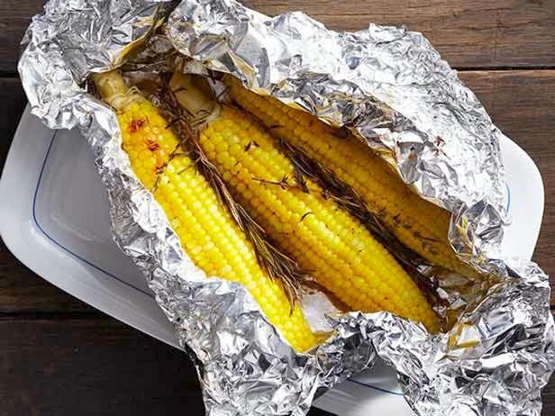 Фото Кукуруза в фольге на гриле
